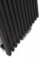 Designheizkörper Triga V frontal in Schwarz mit Handtuchhacken